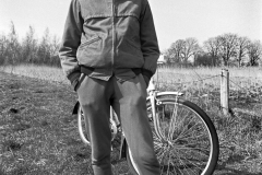 P-008_Junge-mit-Fahrrad_1983