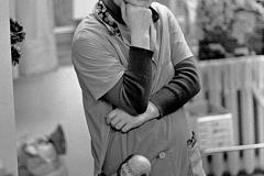 P-012_Mädchen-mit-Puppe_Samariteranstalten-Fürstenwalde_1980