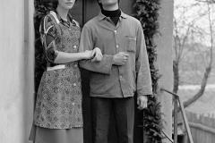 P-017_Junges-Paar-im-Dorf_1980