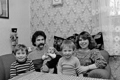 P-023_Familie-mit-3-Kindern_1984