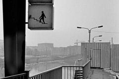 SL 014_Grenzsperren am Bahnhof Friedrichstraße_Berlin_1986