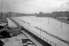WM-011_Mauer-und-Todesstreifen-an-der-Zimmerstraße_Berlin_1986