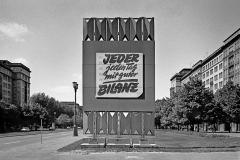 WM-034_Werbung-Karl-Marx-Allee_Berlin_1986