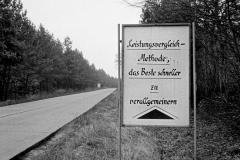WM-039_Straßenschild_bei-Torgelow_1988